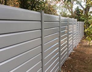 clôture SISTÄ en PVC coloris gris souris